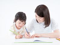 子育てをしながら働くフリーランスママの仕事、そして年収は?