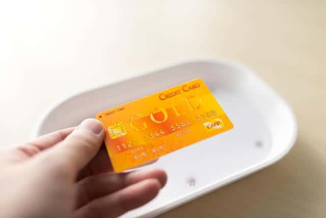 スマホでクレジット決済を簡単に導入!カード決済手数料を比較してみた